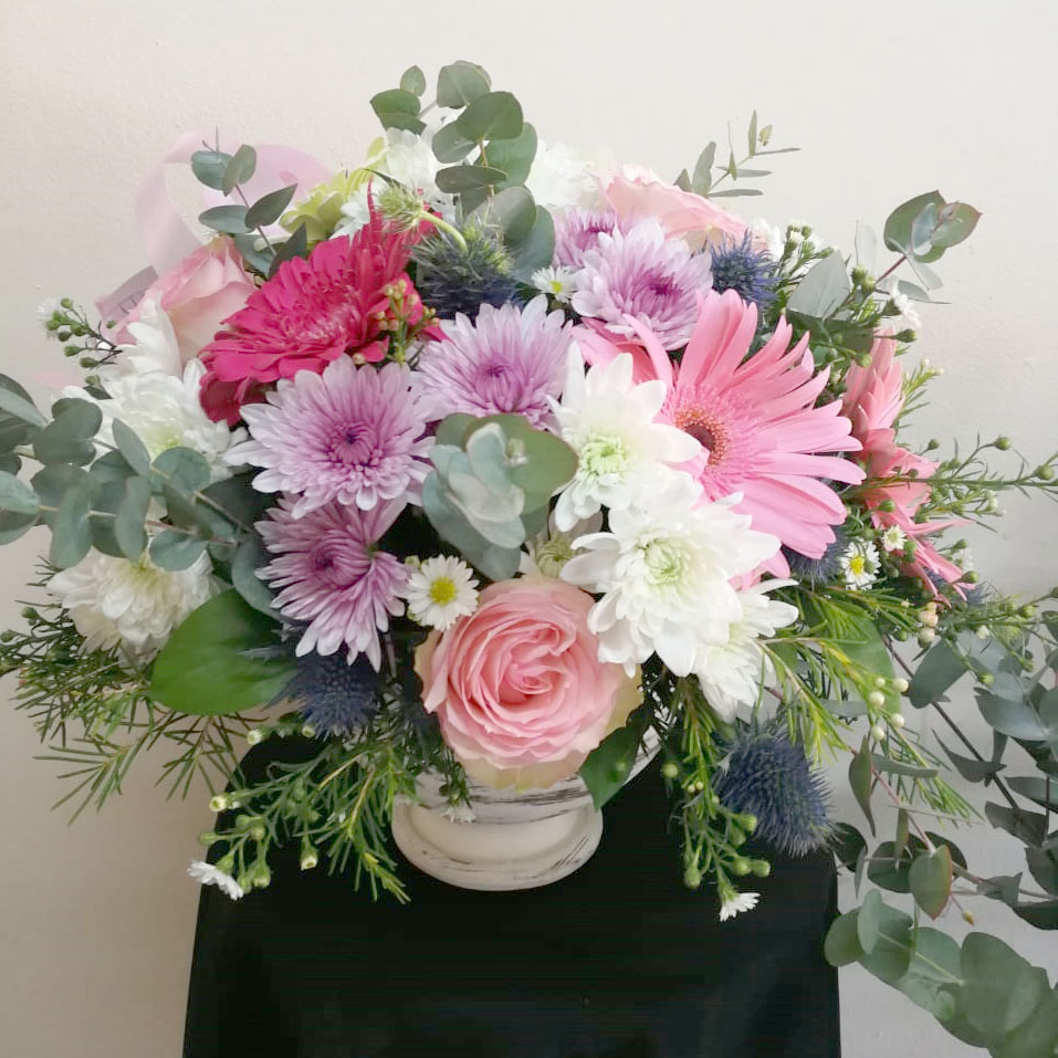 LARGE PASTEL POSY IN A CERAMIC POT  R400