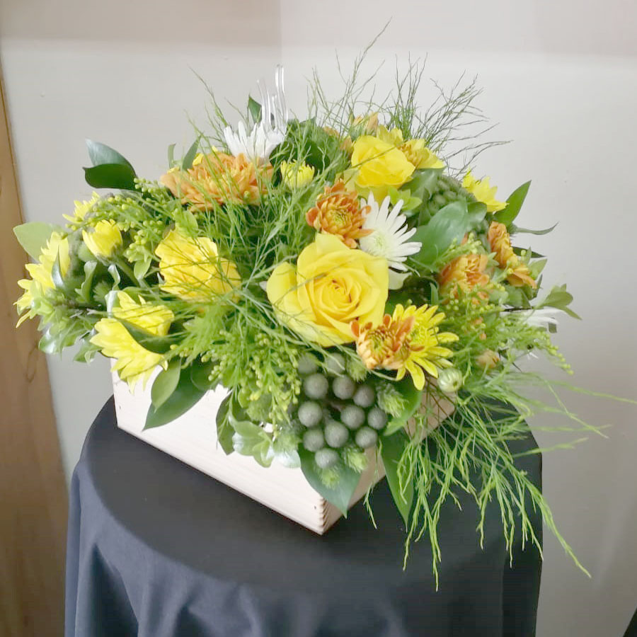 SEASONAL FLOWERS IN A WOODEN CRATE  R350